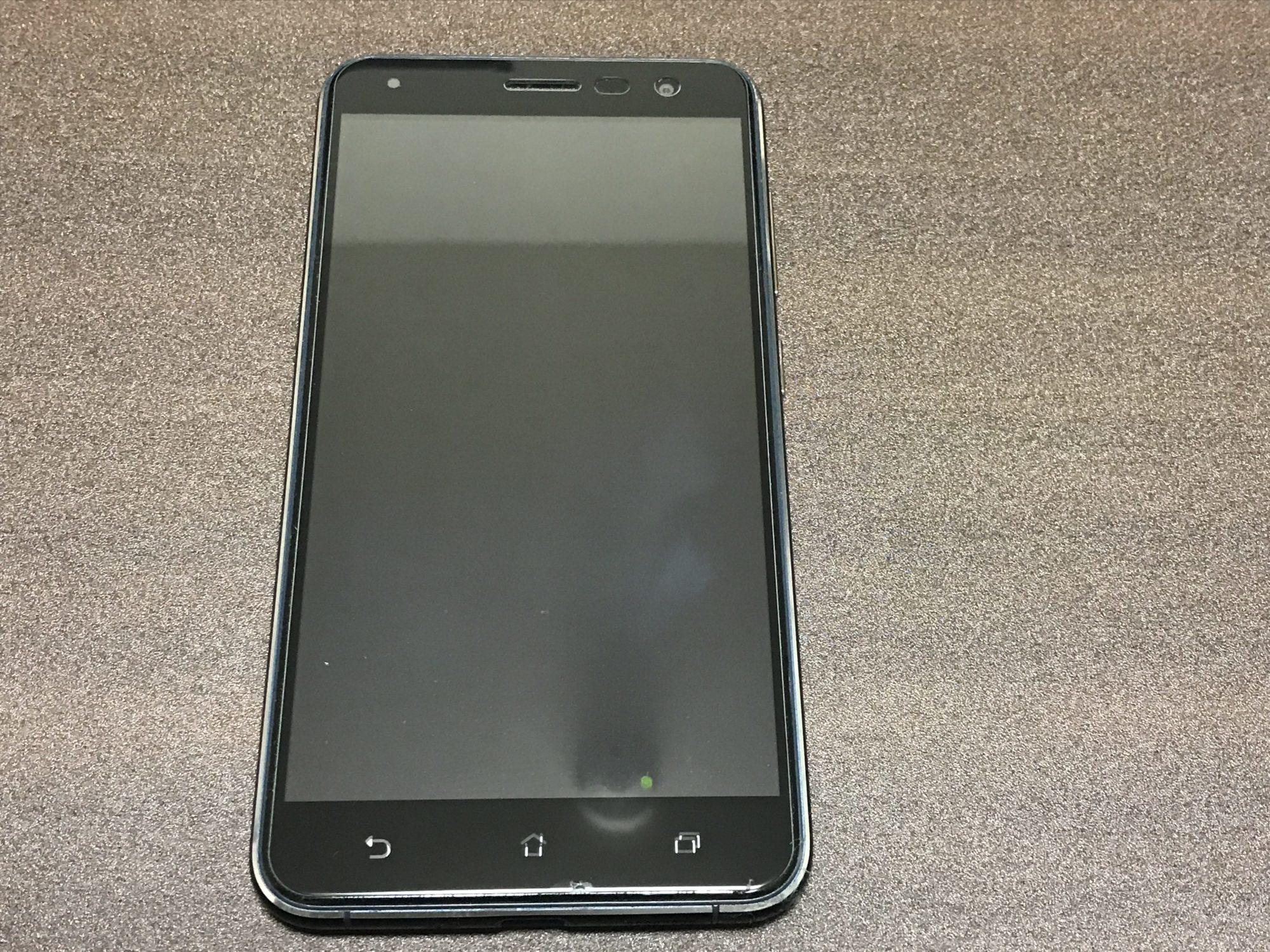 Zenfone3 ZE552KLの前面