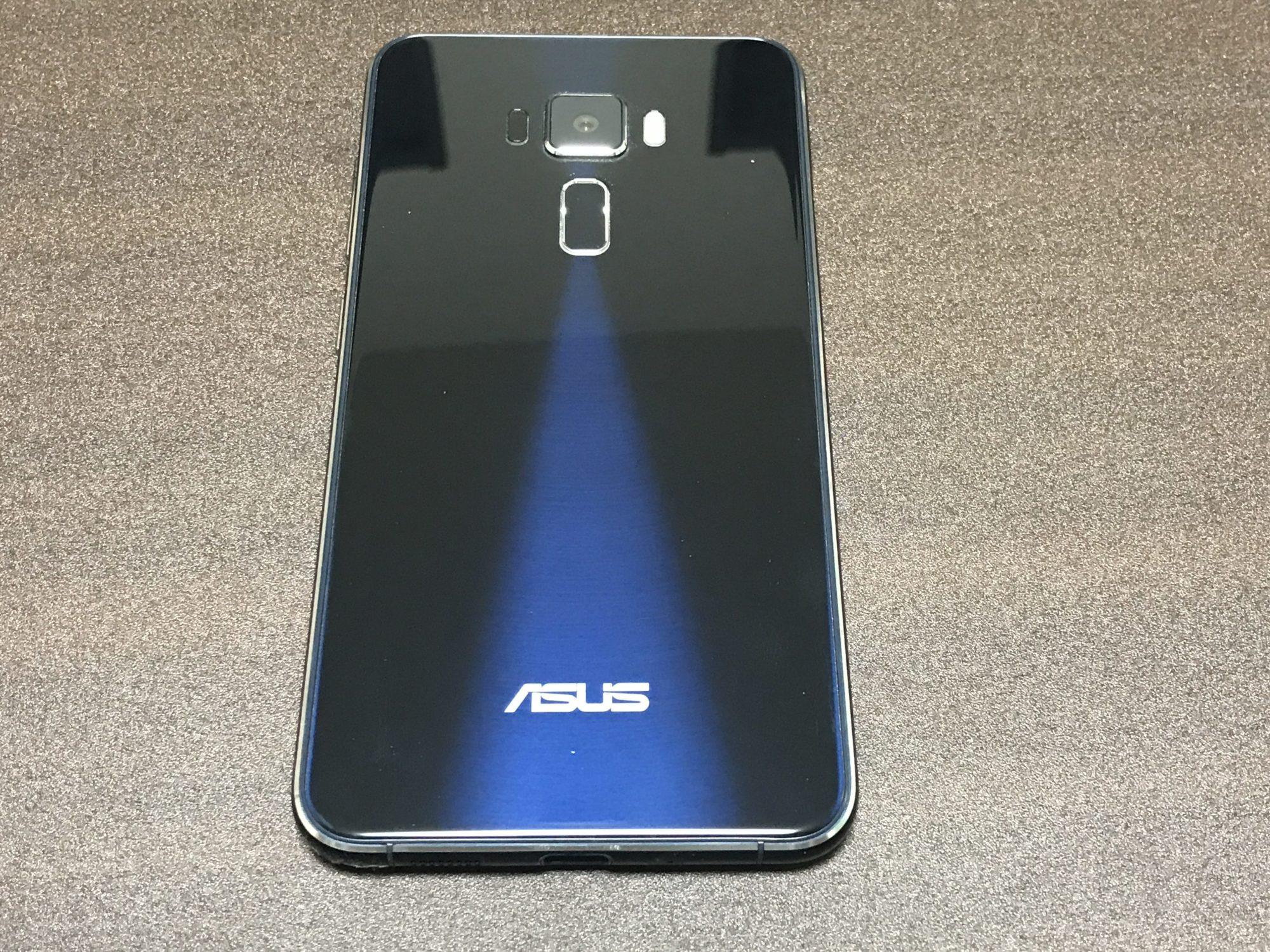 Zenfone3 ZE552KLの背面