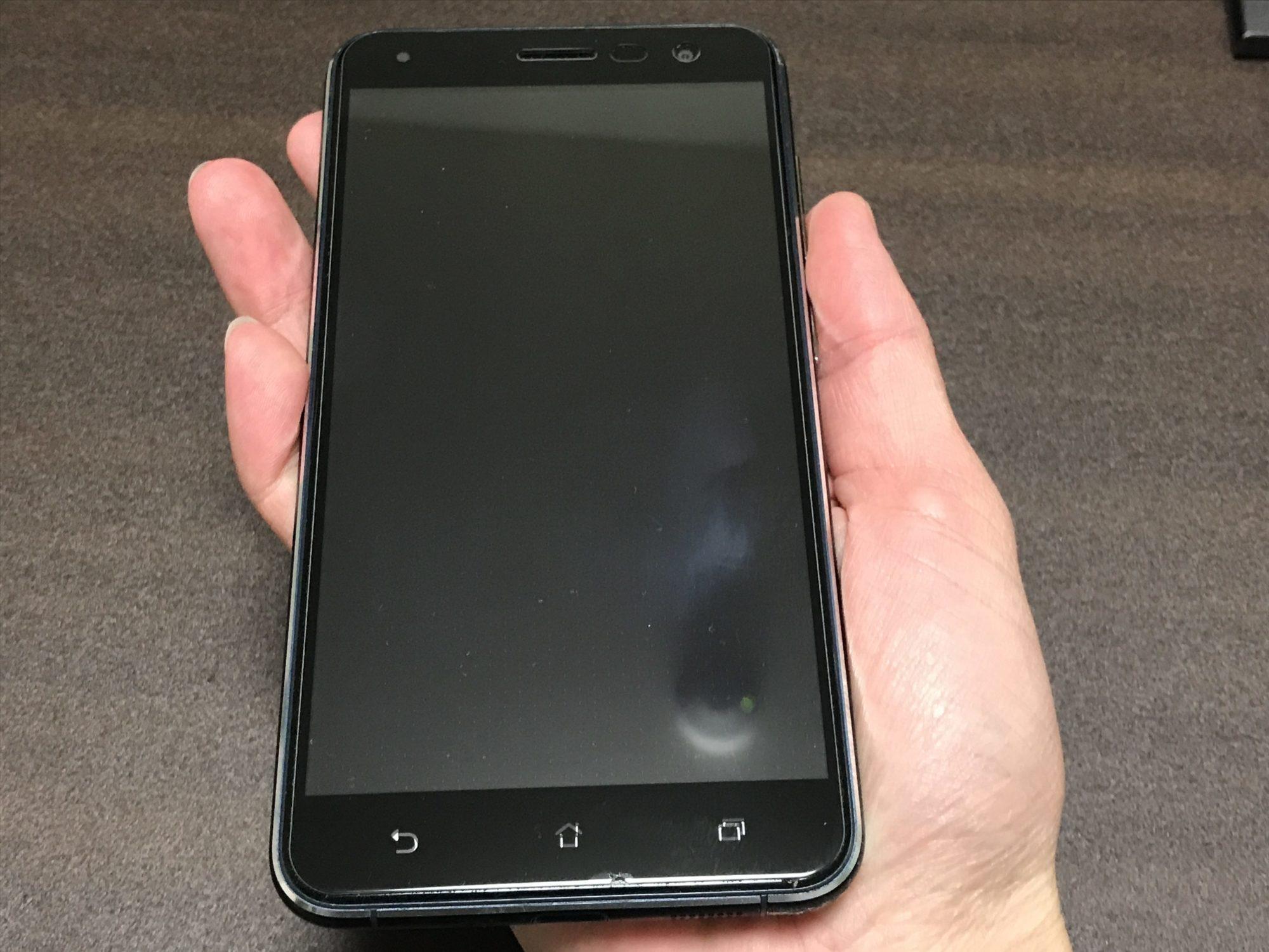 Zenfone3 ZE552KLを持っている画像